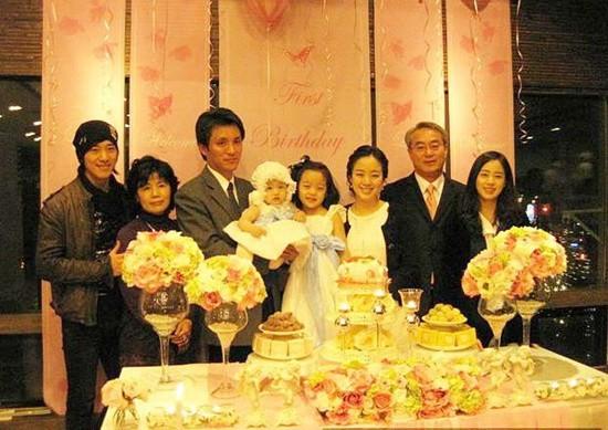 Sau Kim Tae Hee, hành động của em trai bất ngờ dấy lên nghi vấn xích mích gia đình  - Ảnh 1.