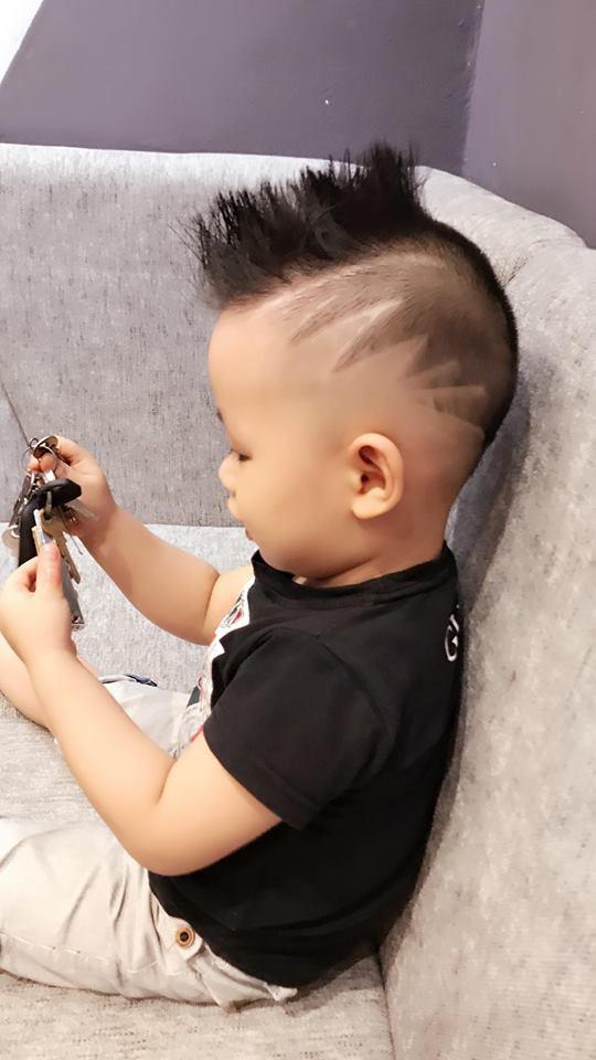 Đã tìm ra cậu bé chất chơi nhất Việt Nam, 4 tuổi đã sở hữu hàng chục kiểu tóc có một không hai - Ảnh 2.