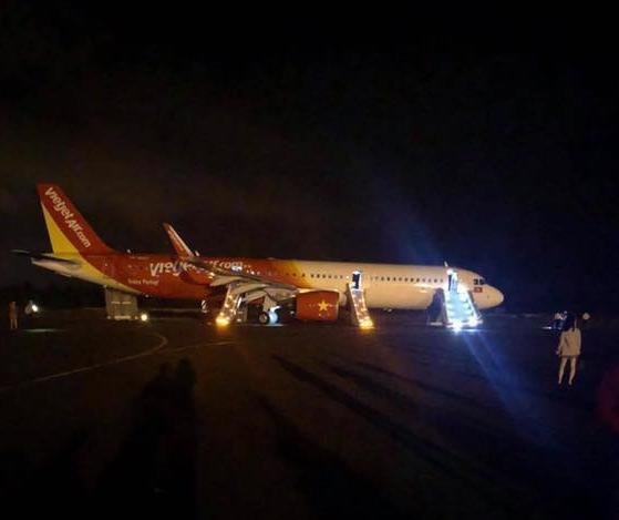 Vụ máy bay Vietjet gặp sự cố nghiêm trọng khi tiếp đất: 6 hành khách bị chấn thương - Ảnh 1.