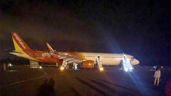 Máy bay Vietjet gặp sự cố, rơi mất 2 bánh: Đã tìm thấy chiếc lốp đầu tiên - Ảnh 1.