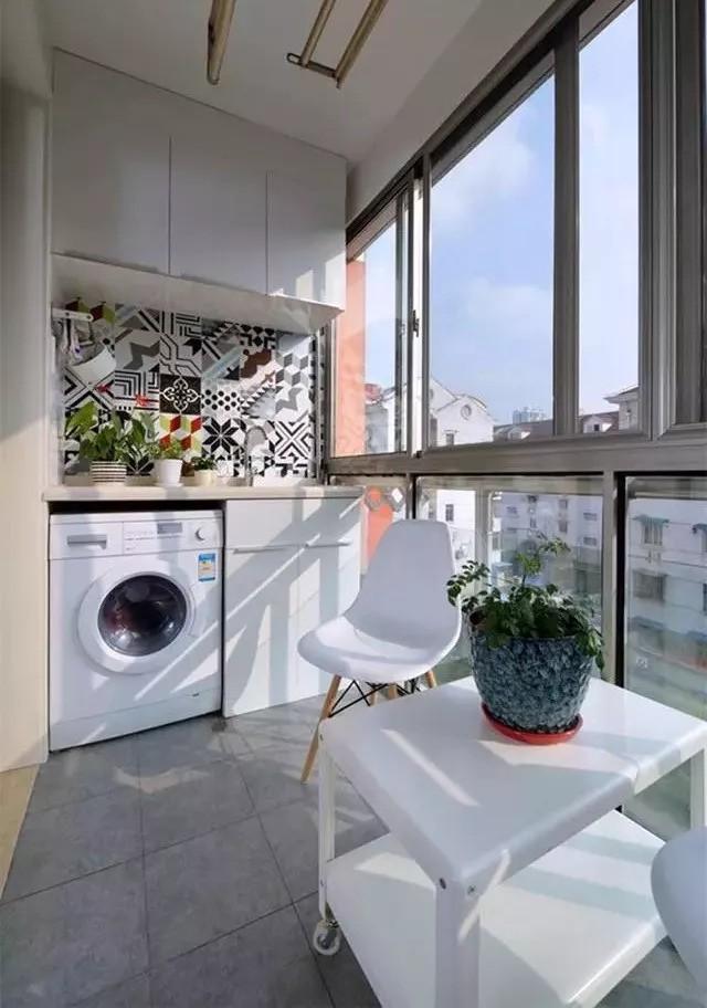 Tận dụng ban công làm nơi vừa thư giãn vừa để máy giặt, giải pháp siêu hay cho những người ở nhà chung cư - Ảnh 11.