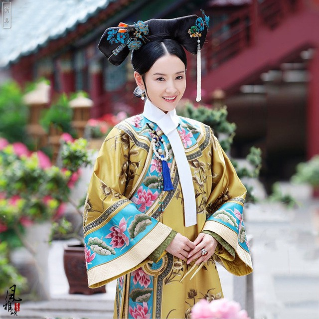 Dù đã sinh con, Phú sát Hoàng hậu Đổng Khiết vẫn khiến gái trẻ phải tròn xoe mắt vì đẹp gợi cảm thế này - Ảnh 4.