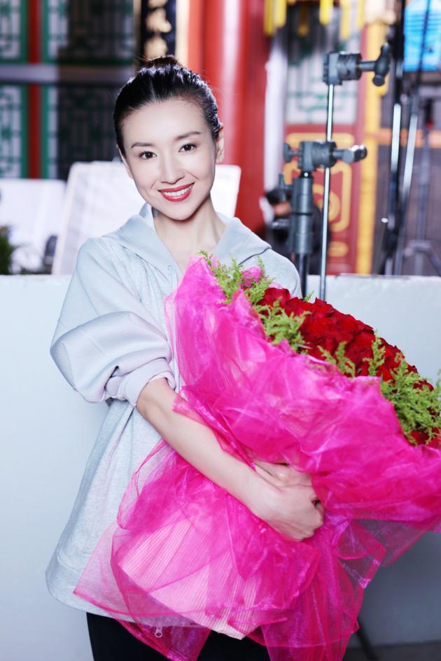 Dù đã sinh con, Phú sát Hoàng hậu Đổng Khiết vẫn khiến gái trẻ phải tròn xoe mắt vì đẹp gợi cảm thế này - Ảnh 10.