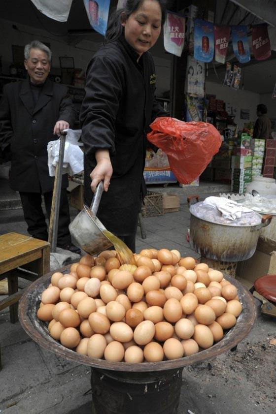 Thật khó tin: Món trứng luộc nước tiểu nghe hơi đáng sợ này lại là di sản văn hóa phi vật thể của Trung Quốc - Ảnh 3.