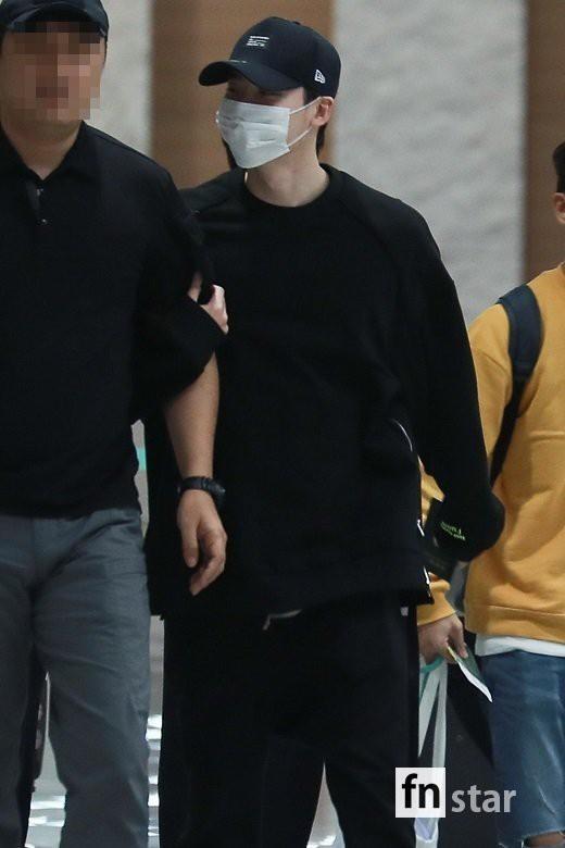 Hình ảnh mỹ nam Pinocchio Lee Jong Suk mệt mỏi trở về Hàn Quốc sau khi bị bắt giữ tại Indonesia khiến fan đau lòng - Ảnh 1.