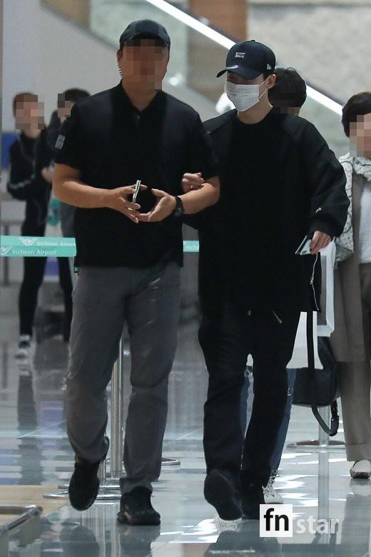 Hình ảnh mỹ nam Pinocchio Lee Jong Suk mệt mỏi trở về Hàn Quốc sau khi bị bắt giữ tại Indonesia khiến fan đau lòng - Ảnh 3.