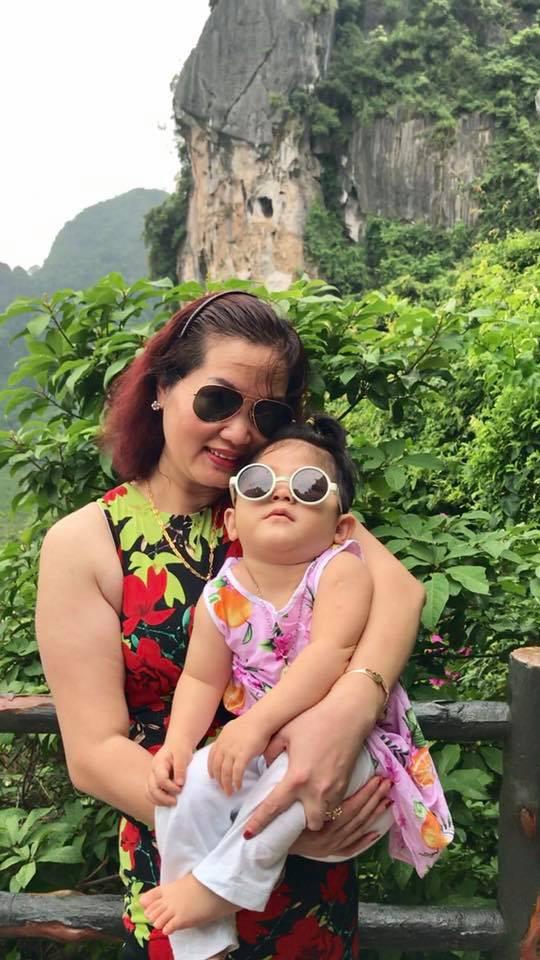 Hình ảnh mới nhất của em bé Lào Cai sau 2 năm về với mẹ nuôi: Cao lớn bụ bẫm, nói cười nhiều hơn 7