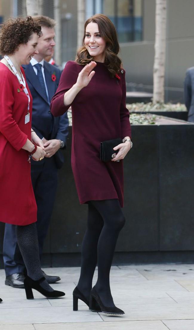 Dù mang bầu nhưng hai nàng dâu Hoàng gia Anh vẫn mặc váy ngắn, hóa ra lý do là đây - Ảnh 4.