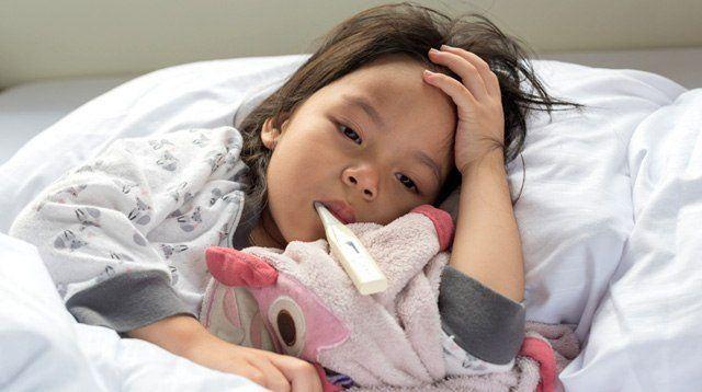 Cách sử dụng thuốc an toàn khi trẻ bịsốt xuất huyết - Ảnh 1.