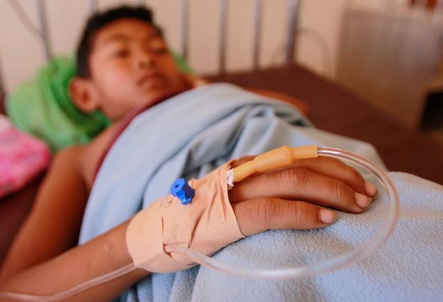 Cách sử dụng thuốc an toàn khi trẻ bịsốt xuất huyết - Ảnh 2.