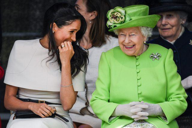 Giữa hai cháu dâu Kate và Meghan, ai là người được lòng Nữ hoàng Anh hơn cả, câu trả lời khiến ai cũng bất ngờ - Ảnh 2.