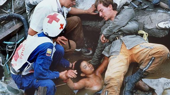 Bi kịch của Omayra Sanchez và đôi mắt đen hấp hối vẫn ám ảnh cả thế giới dù cho đã 33 năm trôi qua - Ảnh 8.