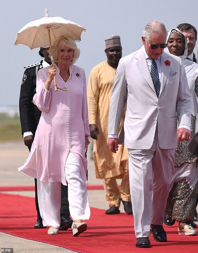 Người hâm mộ chỉ trích bà Camilla mắc bệnh lười, kiêu căng, sau khi bỏ về nước, để chồng một mình trong chuyến công du - Ảnh 1.