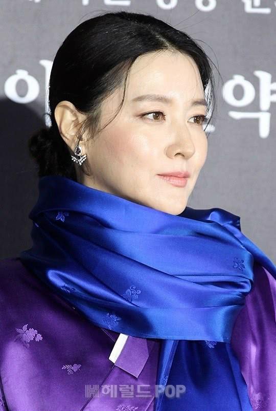 Xinh đẹp thôi chưa đủ, đây mới là điều khiến nữ thần nhan sắc nào cũng phải ghen tị với Lee Young Ae  - Ảnh 1.