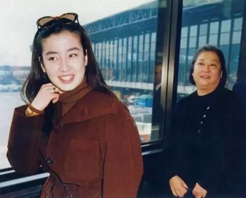 """Đời đáng thương của """"ngọc nữ"""" Nhật Bản: Bị mẹ ruột thao túng cả cuộc đời, ép chụp ảnh khỏa thân, hôn nhân đổ vỡ đến mức phải tự tử - Ảnh 1."""