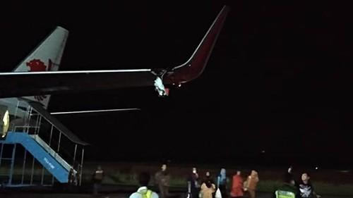 Máy bay Lion Air của Indonesia tiếp tục gặp sự cố, rách toạc cánh - Ảnh 1.
