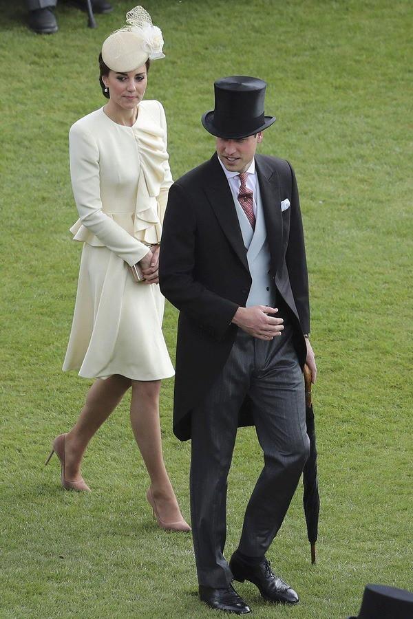 Những khoảnh khắc kém duyên, thiếu tinh tế bị ném đá của thành viên Hoàng gia Anh cho thấy làm Hoàng tử, Công chúa còn khổ hơn cả thường dân - Ảnh 14.