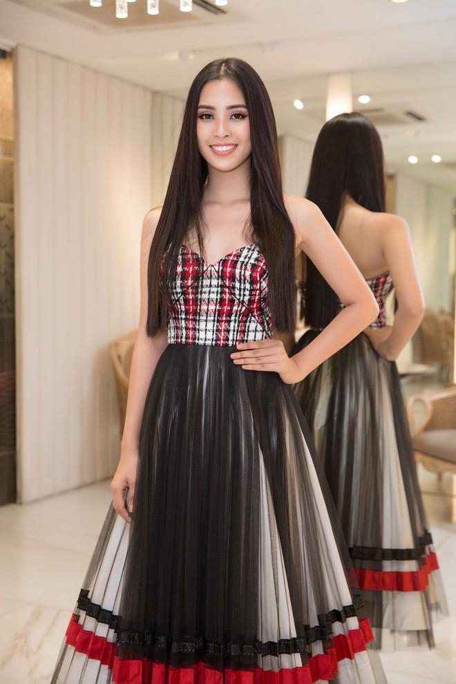 Hoa hậu Trần Tiểu Vy chuẩn bị hơn 20 đôi giày cho Miss World