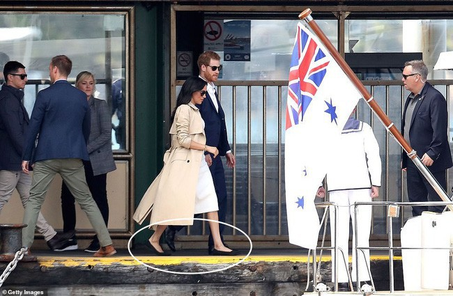 """Đồn đoán về style """"bầu vượt mặt"""" của Công nương Meghan: Chăm đi giày đế bệt hơn Kate và sẽ ưu ái đồ tối màu - Ảnh 3."""