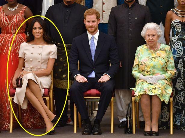 Những khoảnh khắc kém duyên, thiếu tinh tế bị ném đá của thành viên Hoàng gia Anh cho thấy làm Hoàng tử, Công chúa còn khổ hơn cả thường dân - Ảnh 8.