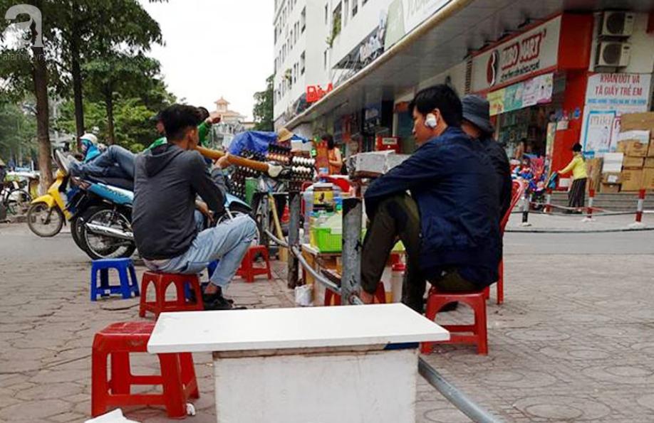 Tranh cãi gay gắt giữa cư dân và nhóm ki-ốt kinh doanh tại chung cư HH Linh Đàm - Ảnh 3.