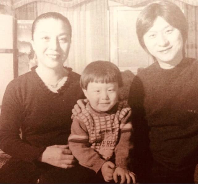 Tiết lộ hình ảnh cũ của gia đình Phạm Băng Băng, cư dân mạng khen ngợi: Nhan sắc nổi trội 3 đời - Ảnh 2.