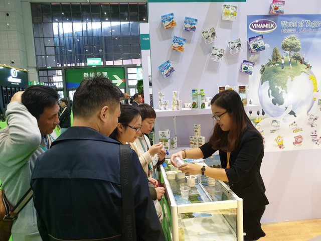 Sản phẩm sữa các loại của Vinamilk ra mắt người tiêu dùng tại Hội chợ nhập khẩu quốc tế Trung Quốc - Ảnh 1.