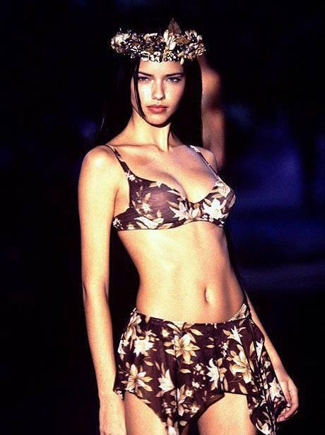"""Chia tay thiên thần khóc"""" Adriana Lima - cô gái dành cả thanh xuân để tỏa sáng trên sàn diễn Victorias Secret Fashion Show - Ảnh 3."""