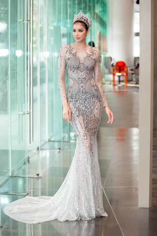 Bộ đầm cưới của vợ Ưng Hoàng Phúc chính là bộ đầm hầu như người đẹp Vbiz nào cũng từng diện một lần - Ảnh 5.