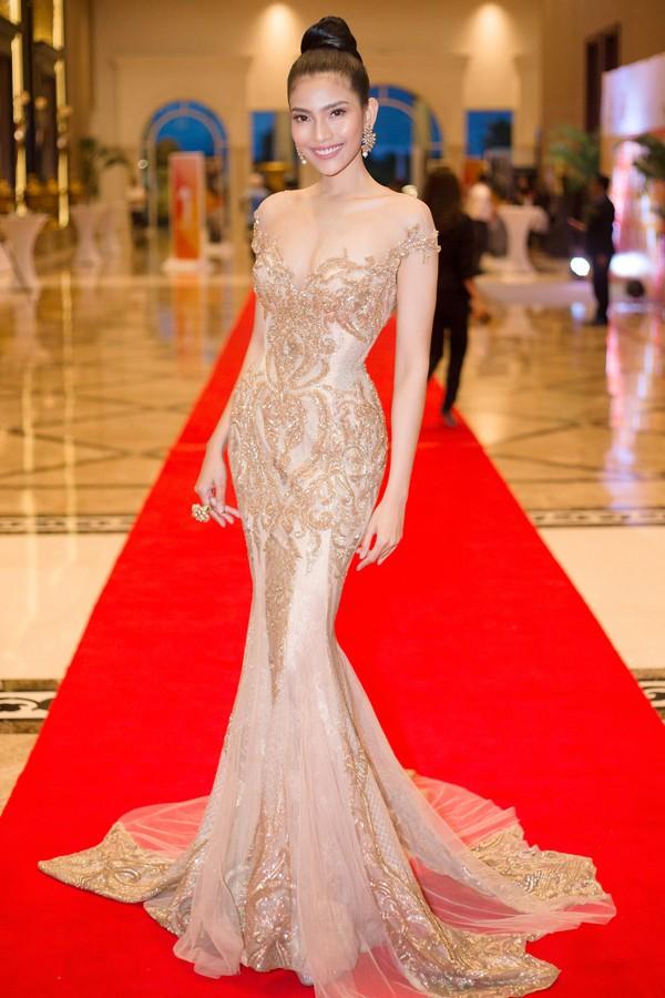 Bộ đầm cưới của vợ Ưng Hoàng Phúc chính là bộ đầm hầu như người đẹp Vbiz nào cũng từng diện một lần - Ảnh 8.