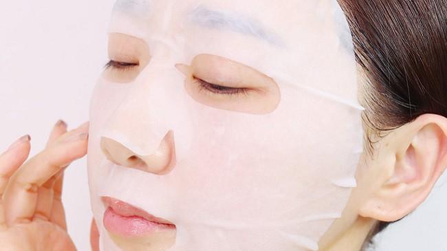 Cô gái 25 tuổi mặt biến dạng chỉ vì dùng mặt nạ mua qua mạng - Ảnh 3.