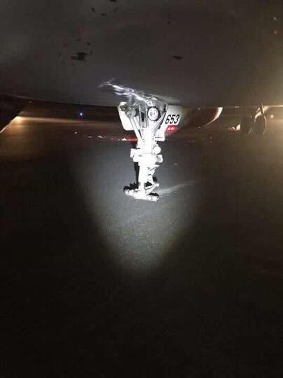 Đình chỉ tổ bay sau vụ VJ 356 gặp sự cố nghiêm trọng khi tiếp đất, khách phải nhảy khỏi cửa thoát hiểm bằng phao trượt - Ảnh 1.