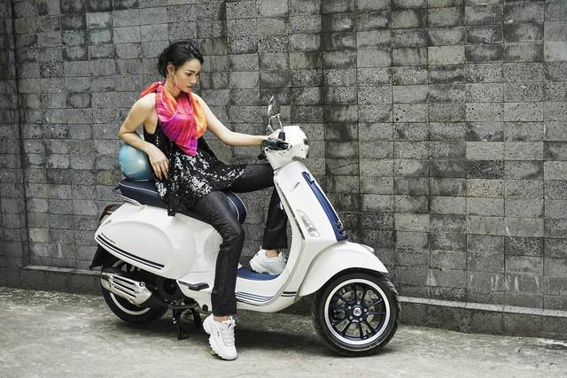 Gợi ý mix đồ thanh lịch, trẻ trung cho các nàng thích vi vu trên xe máy - Ảnh 4.