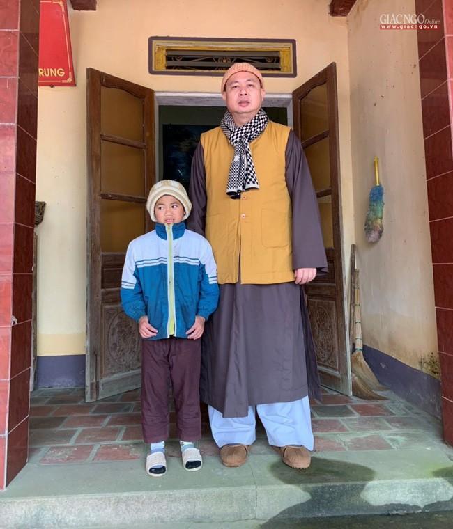 Đề nghị chuyển bé trai ở Thanh Hóa bị sư thầy bạo hành về Trung tâm Bảo trợ Xã hội  - Ảnh 4.