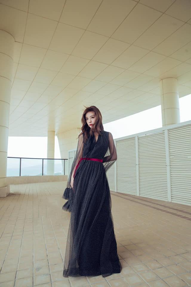 Triệu Vy xinh đẹp lộng lẫy như nữ thần, sánh đôi cùng người tình trăm năm Tô Hữu Bằng trên thảm đỏ - Ảnh 3.