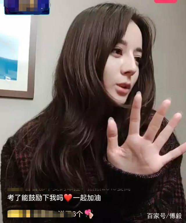 Để mặt mộc livestream với fan, mỹ nhân Địch Lệ Nhiệt Ba bị chê vì chiếc mũi quá cao và thô như đàn ông - Ảnh 3.