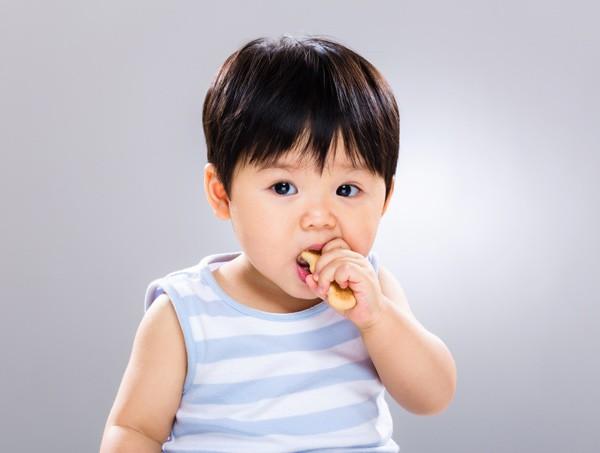 6 món ăn vặt của trẻ được các bác sĩ Nhi khoa đưa vào danh sách đen vì tác hại khôn lường  - Ảnh 3.