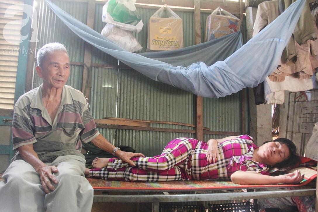 Rớt nước mắt cảnh cha già có đến 6 người con nhưng cuối đời phải chăm con gái bệnh tật không tiền chữa - Ảnh 2.