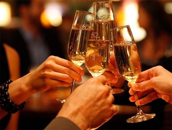 3 người hôn mê do ngộ độc rượu sau tiệc Noel, chuyên gia cảnh báo cẩn trọng ngộ độc rượu dịp cuối năm - Ảnh 4.