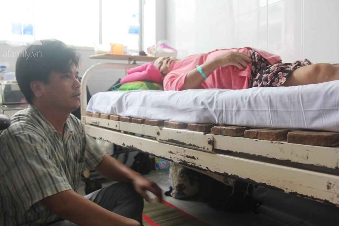 Đường cùng của người con trai cụt tay, gởi con ở quê để vào bệnh viện nuôi mẹ già suy thận mạn giai đoạn cuối - Ảnh 3.