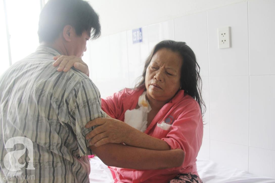 Đường cùng của người con trai cụt tay, gởi con ở quê để vào bệnh viện nuôi mẹ già suy thận mạn giai đoạn cuối - Ảnh 2.