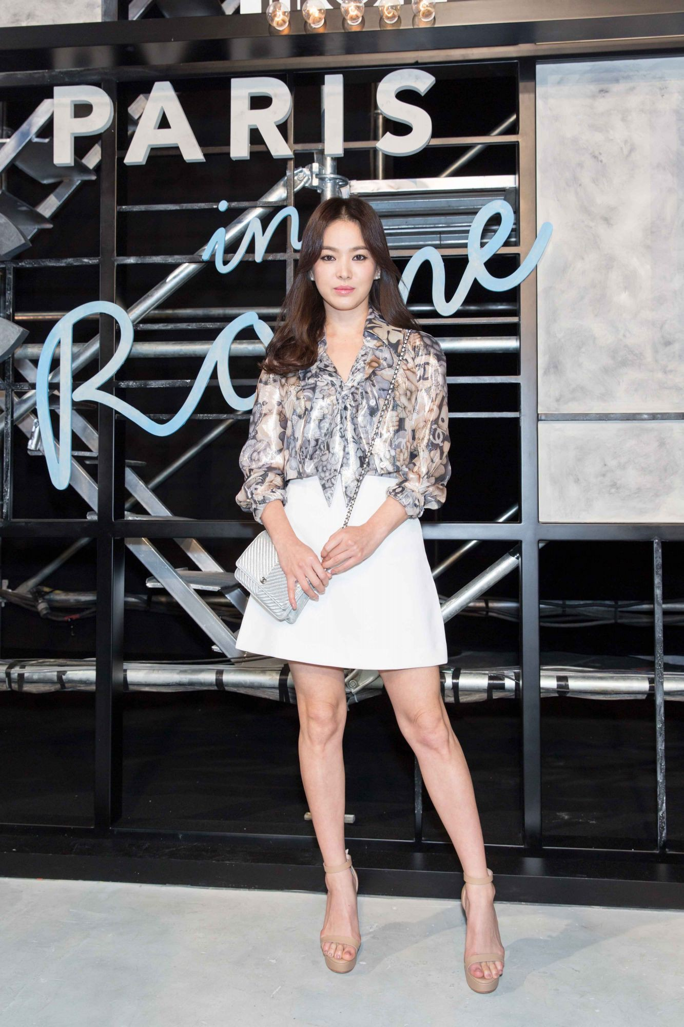 event-20160609114649-song-hye-kyo_mecc81tiers-d27art-paris-in-rome-201516-show-in-beijing_photocall-pictures_resized_1333x2000