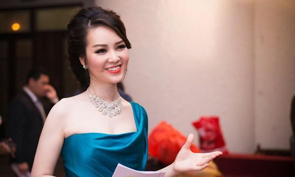 Thông tin hiếm hoi về chồng đại gia, hơn 8 tuổi của Á hậu Thụy Vân - Ảnh 5.