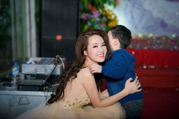 Thông tin hiếm hoi về chồng đại gia, hơn 8 tuổi của Á hậu Thụy Vân - Ảnh 6.