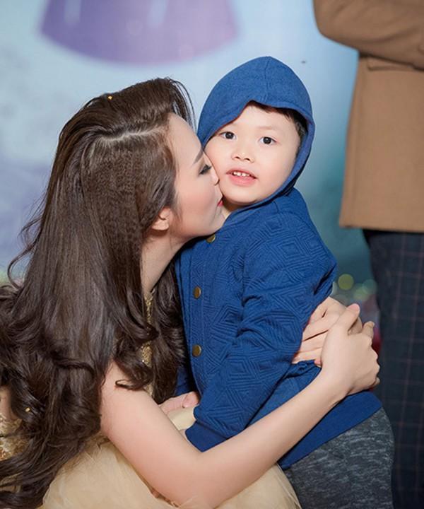 Thông tin hiếm hoi về chồng đại gia, hơn 8 tuổi của Á hậu Thụy Vân - Ảnh 7.