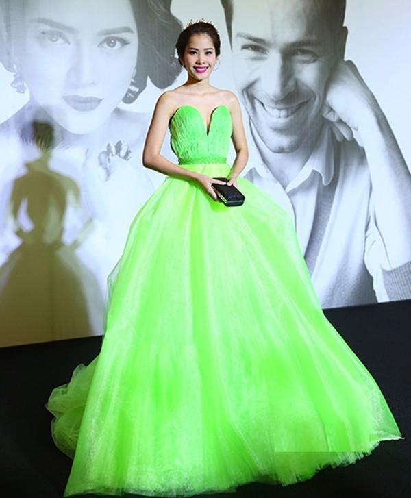 Như một thói quen, 90% những lần lọt top thảm họa, Nam Em đều mặc váy xanh lá - Ảnh 4.