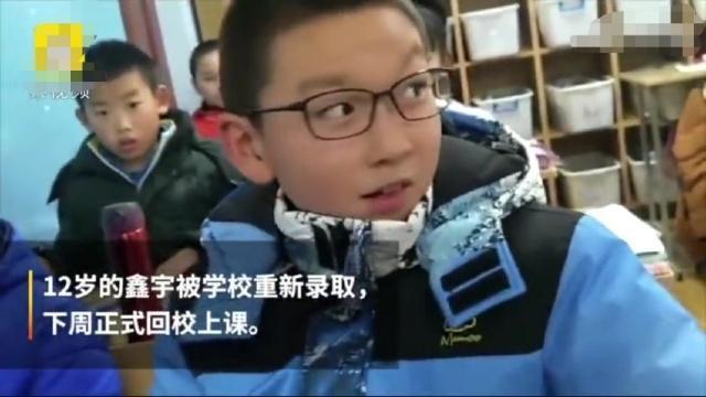 Bố tự sát, cậu bé 12 tuổi một mình chăm sóc mẹ bị ung thư xương khiến nhiều người không khỏi xót xa - Ảnh 4.
