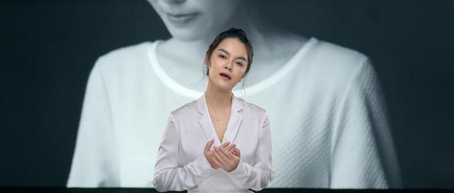 MV mới của Phạm Quỳnh Anh gặp nhiều ý kiến trái chiều vì cảnh đẩy con xuống nước - Ảnh 1.