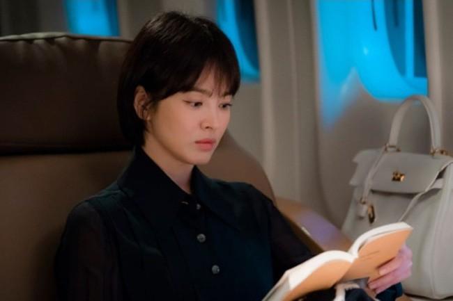 Đóng cùng trai trẻ kém 12 tuổi trong phim mới, Song Hye Kyo đã giảm cân để giữ nhan sắc không tuổi bằng cách này - Ảnh 1.