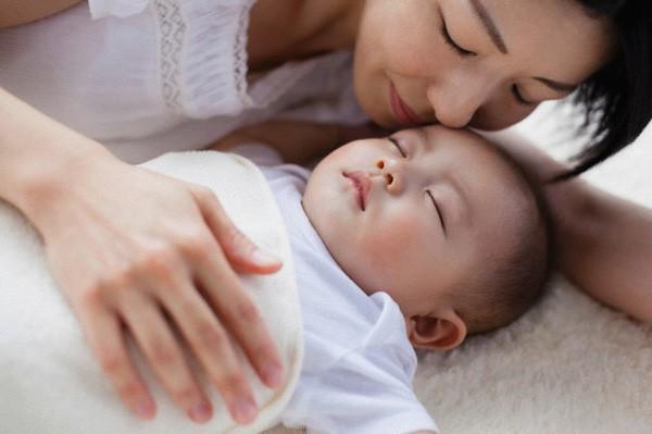 Muốn luyện trẻ sơ sinh ngủ ngoan, mẹ không được bỏ qua lời khuyên hữu ích từ chuyên gia hàng đầu - Ảnh 4.